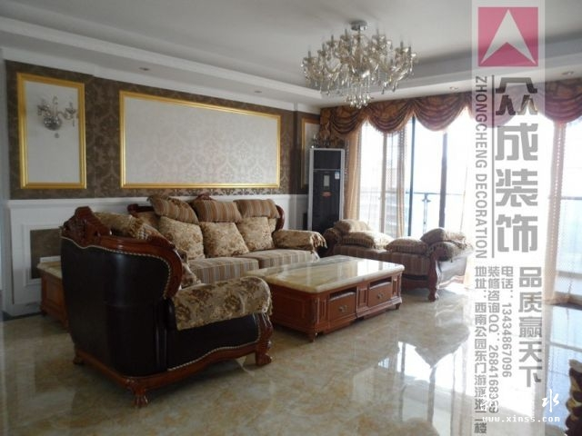 墙纸搭配起来的实木布艺家私,软硬兼顾,欧式风格的家具一定要