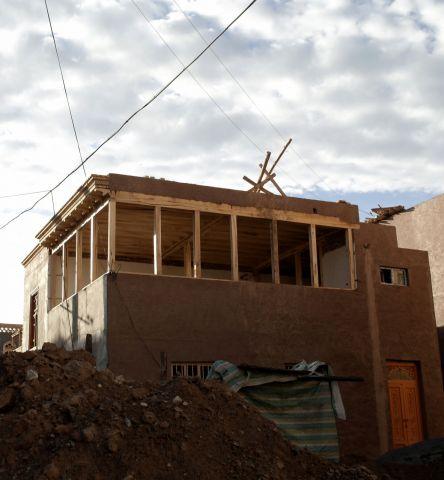 正在拆建的民房