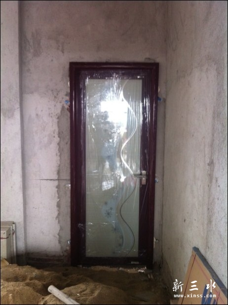 L生自建楼房洗手间门之安装